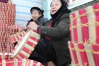 Không ngờ chỉ đan giỏ quà mà kiếm hàng trăm triệu