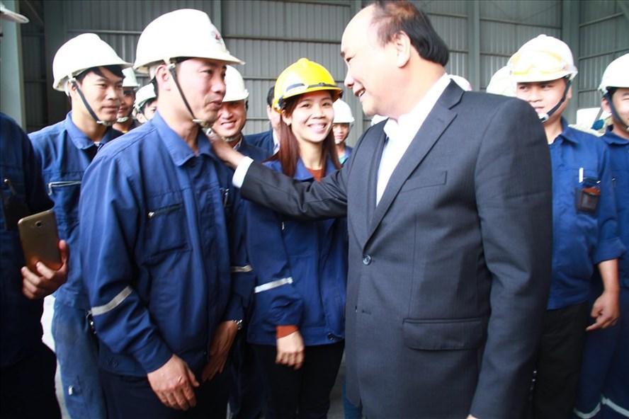 Thủ tướng thăm người dân, công nhân làm việc tại Đắk Nông nhân dịp tết đến.