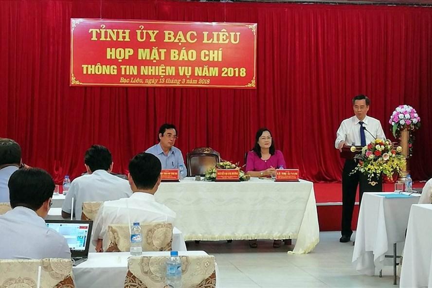 Bí thư Tỉnh ủy Bạc Liêu nói chuyện với báo chí chiều 13.3 (ảnh Nhật Hồ)
