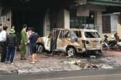 Quảng Ninh: Xe ô tô 7 chỗ bất ngờ bốc cháy lúc nửa đêm