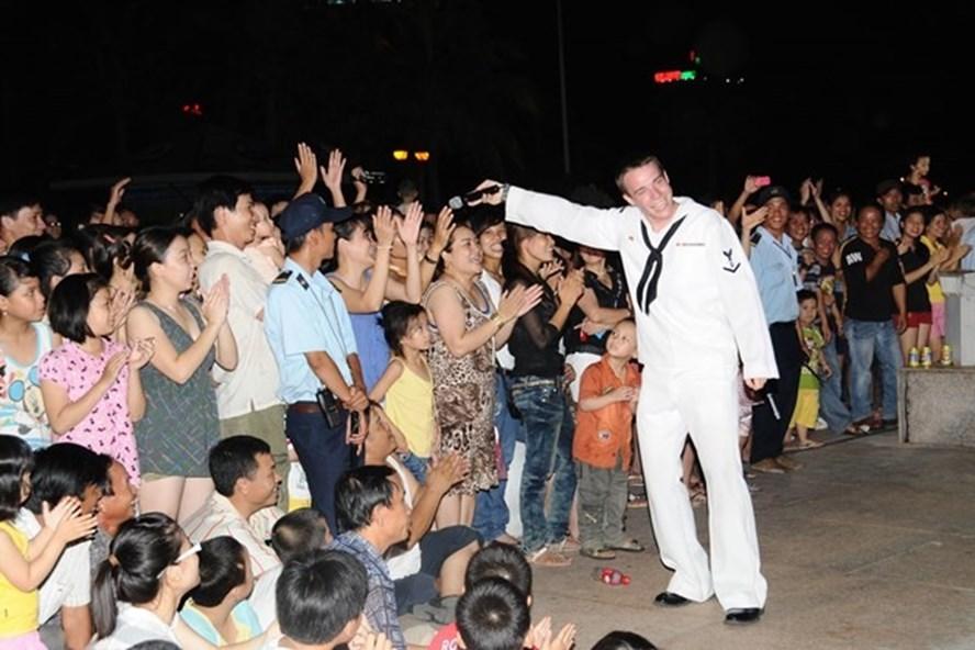 Hải quân Mỹ đã từng có những buổi biểu diễn, giao lưu với người dân Đà Nẵng trong nhiều chuyến thăm trước. Ảnh: TH