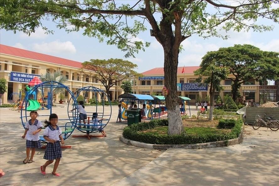 Trường Tiểu học Bình Chánh (Long An), nơi xảy ra vụ cô giáo quỳ xin lỗi phụ huynh