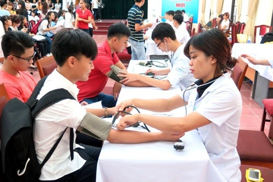 Hiện nay việc khám sức khỏe cho sinh viên được nhiều trường đại học thực hiện theo định kỳ. Ảnh minh họa: T.L
