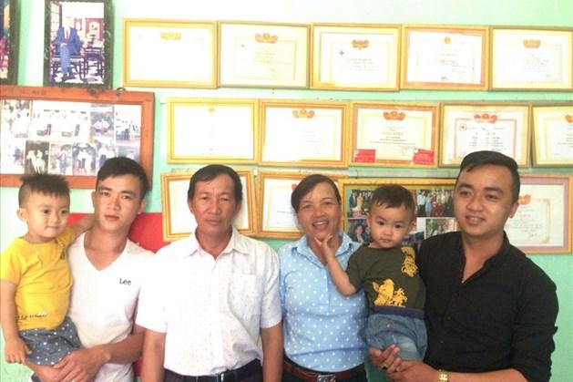 Gia đình ông Tỉnh gần 10 năm hiến máu cứu người.