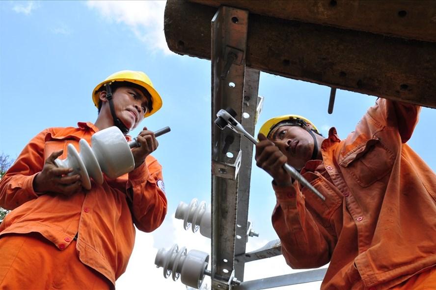 EVN SPC tăng cường kiểm tra hệ thống lưới điện để đảm bảo vận hành an toàn, ổn định phục vụ các ngày lễ sắp đến