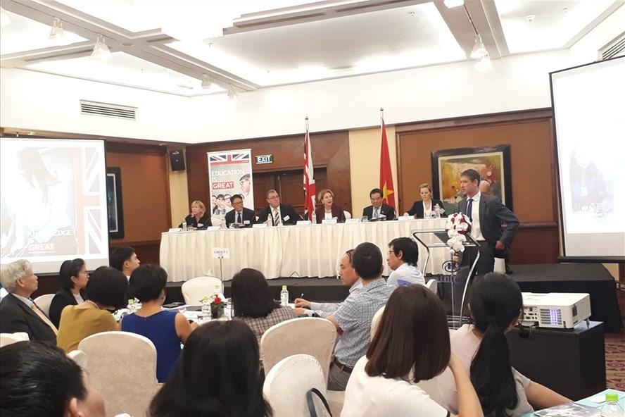 Các đại biểu tham dự buổi tọa đàm với 6 tổ chức nghề nghiệp được công chứng của Anh tại Hà Nội. Ảnh: P.V