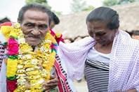 Nóng nhất hôm nay: Người đàn ông Ấn Độ gặp lại gia đình sau 40 năm mất tích nhờ clip hát rong