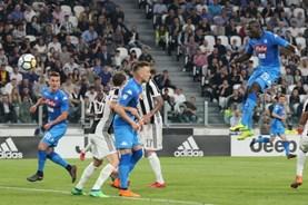 Giằng co kịch tính, Juventus thua sốc Napoli phút cuối trận