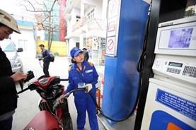 Giữ nguyên giá xăng E5, RON 95-III và giá dầu tăng mạnh