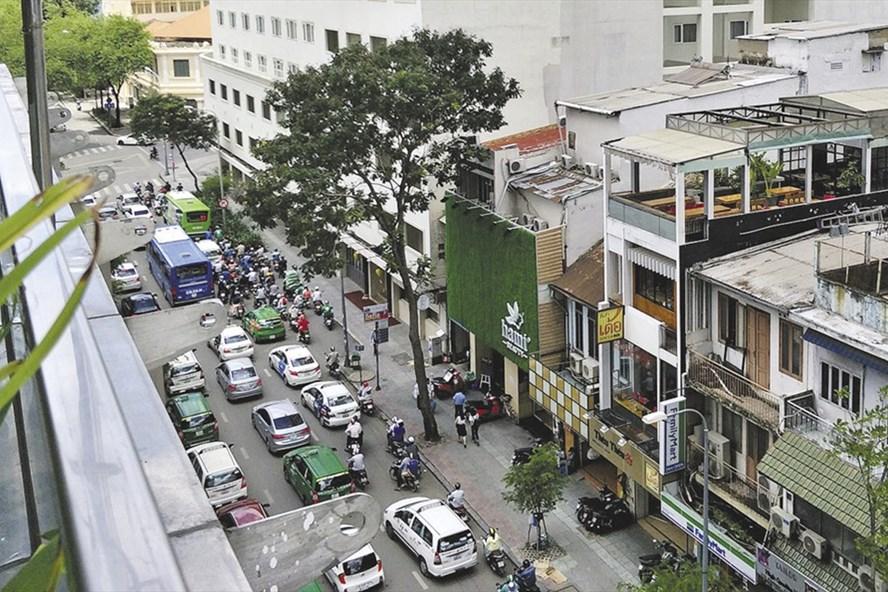 Nhà và xe ôtô đang bị đề xuất gánh thêm thuế tài sản - Ảnh: PK