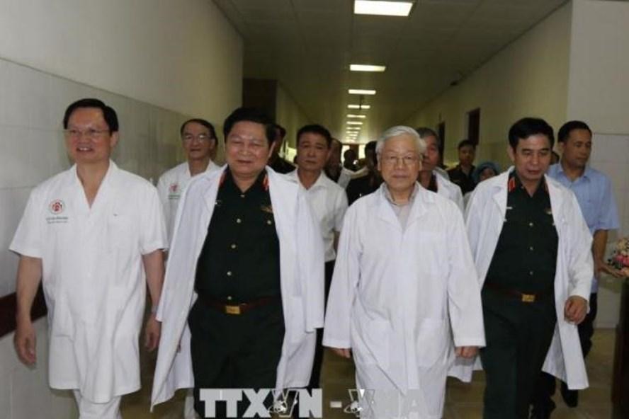 Tổng Bí thư Nguyễn Phú Trọng đến thăm đồng chí Đỗ Mười và đồng chí Lê Đức Anh. Ảnh: Trí Dũng/TTXVN