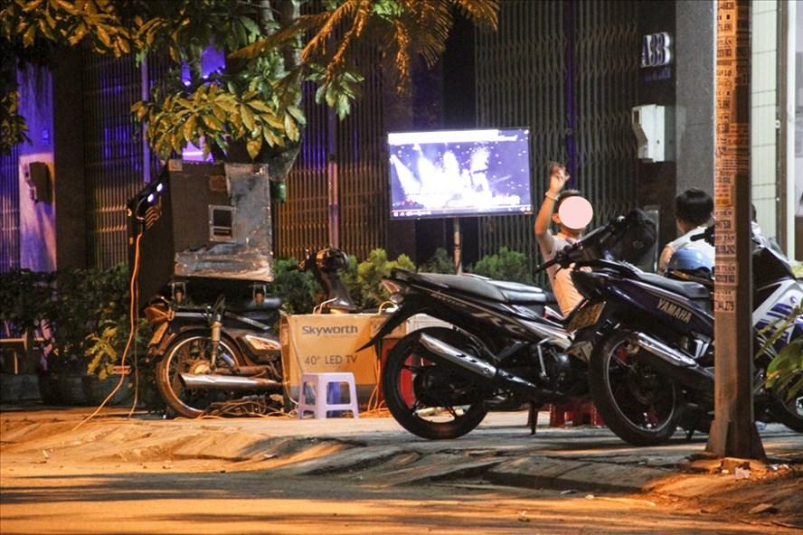 """Một đêm """"đại nhạc hội"""" trên đường Hai Bà Trưng (phường 5, TP Tuy Hòa, tỉnh Phú Yên). Ảnh: Văn Định."""