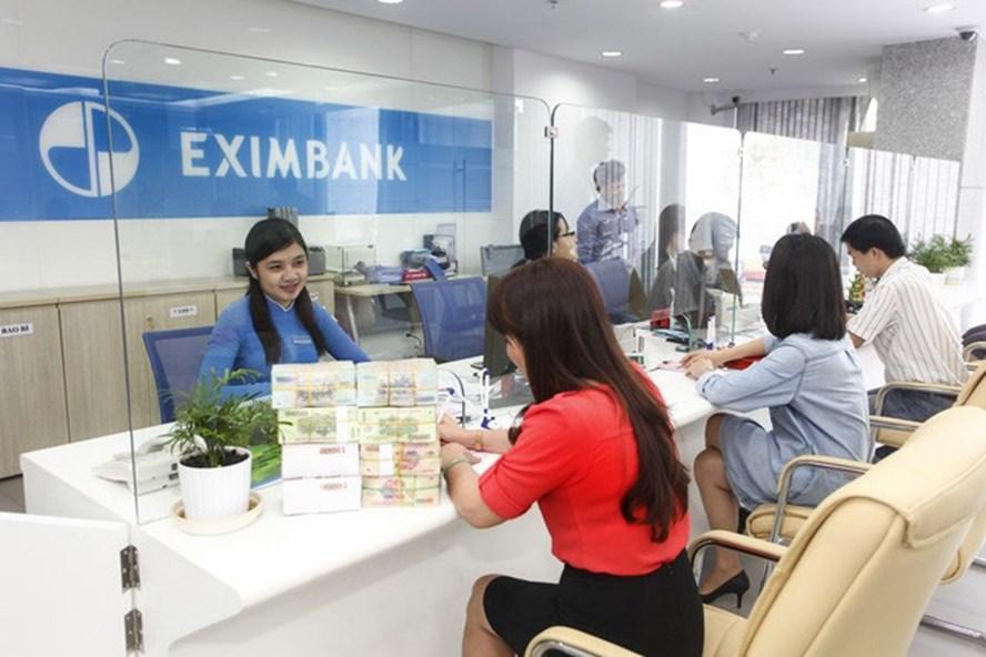 Nhiều khách hàng lo lắng sau những sự cố về tiền gửi ngân hàng trong thời gian gần đây    Ảnh:PV