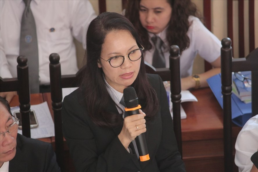 Luật sư Trần Hồng Phúc, bào chữa cho bị cáo Hoàng Công Lương yêu cầu triệu tập thêm các cá nhân liên quan. Ảnh: Văn Phú
