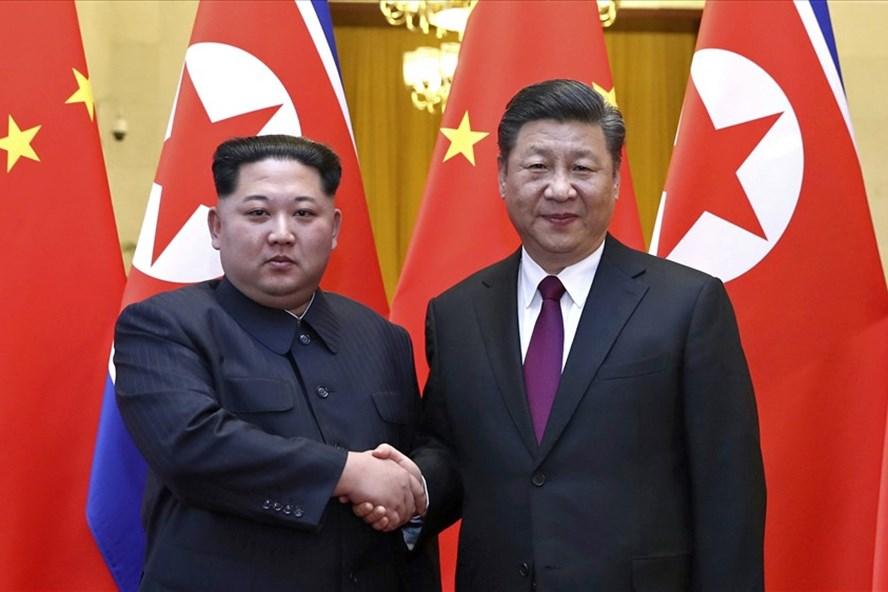 Nhà lãnh đạo Kim Jong-un gặp Chủ tịch Tập Cận Bình ngày 28.3.2018. Ảnh: Tân hoa xã