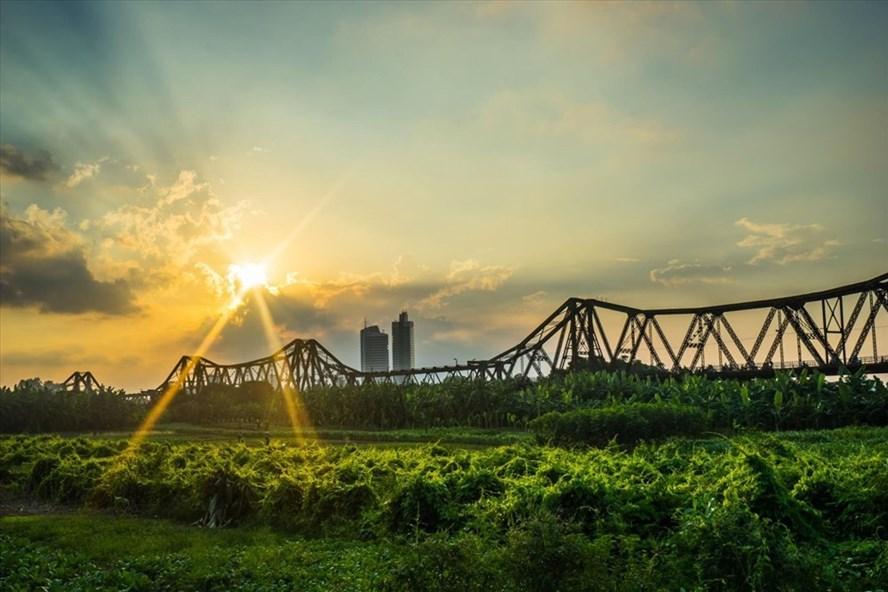 Cầu Long Biên – Hà Nội (ảnh: alove.vn).