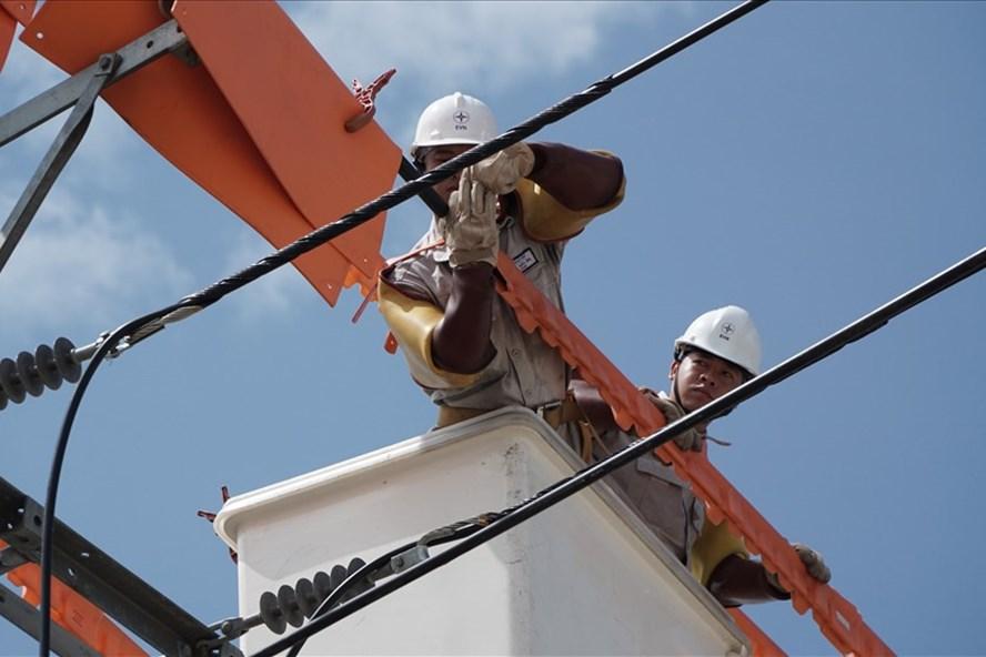 EVNSPC tăng cường kiểm tra, bảo trì hệ thống lưới điện để phục vụ tốt kỳ thi THPT Quốc gia năm 2018