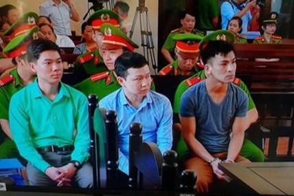 Bênh vực bác sĩ Hoàng Công Lương khi tòa đang xét xử liệu có đúng?