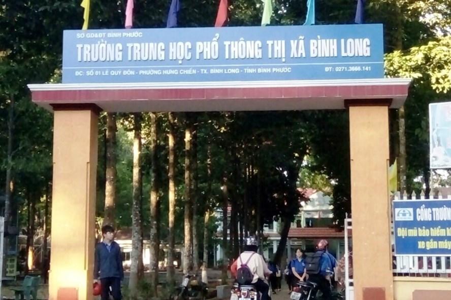 Trường THPT TX Bình Long (Bình Phước), nơi xảy ra sự việc 2 GV tố cáo Hiệu trưởng bị công khai danh tính. Ảnh: PV