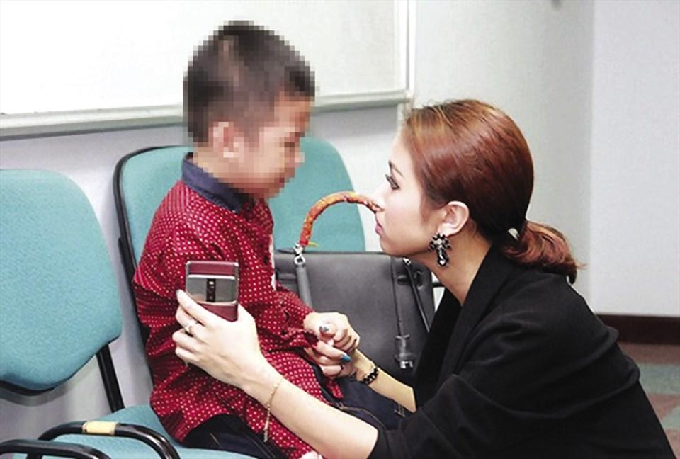 MC Vân Hugo và hành trình vất vả chữa trị bệnh tâm lý cho con trai.