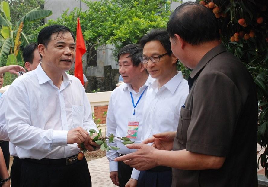 Phó Thủ tướng Chính phủ Vũ Đức Đam và Bộ trưởng Bộ NNPTNT Nguyễn Xuân Cường tham dự Lễ hội vải thiều Thanh Hà - Hải Dương 2018 sáng 10.6. Ảnh: VRG
