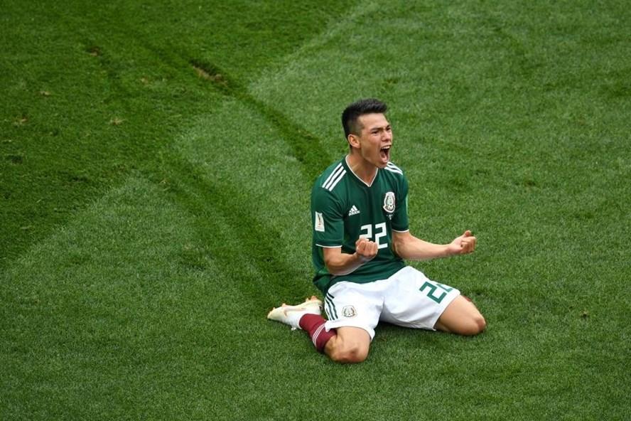 Lozano ăn mừng bàn thắng vào lưới đội tuyển Đức