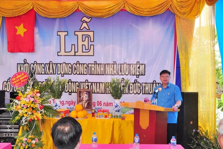 Đồng chí Phan Văn Anh – Ủy viên Đoàn Chủ tịch, Trưởng Ban Tài chính Tổng LĐLĐVN phát biểu tại Lễ khởi công.