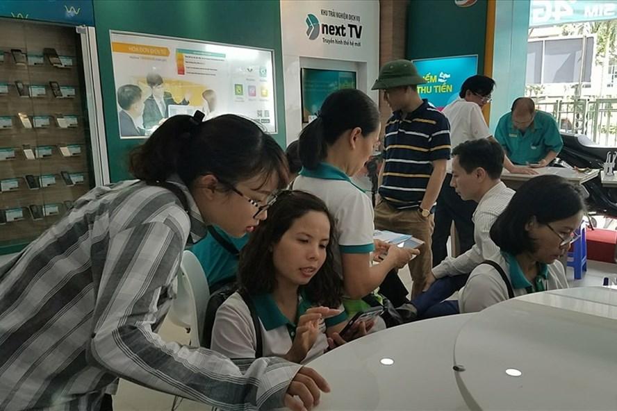 Nhiều khách hàng Viettel lo lắng vì bị khóa một chiều gọi do chưa bổ sung thông tin cá nhân.
