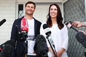 Nữ Thủ tướng New Zealand trẻ nhất thế giới nhập viện sinh con