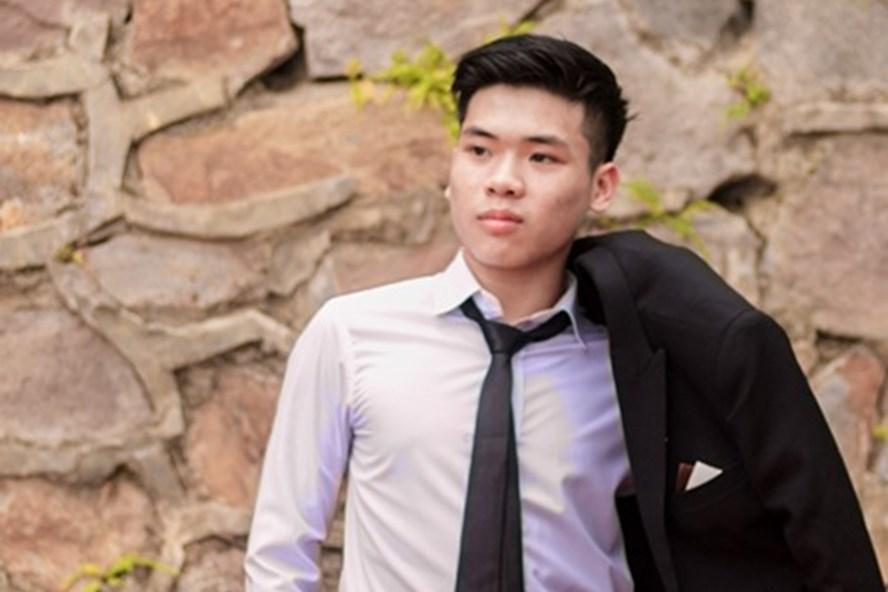 Thủ khoa Lê Bá Hoàng là học sinh lớp 12 chuyên Toán trường THPT chuyên Hùng Vương.