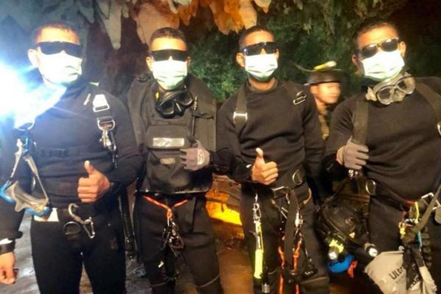 Lực lượng đặc nhiệm SEAL Thái Lan giải cứu thành công đội bóng mắc kẹt. Ảnh: Royal Thai Navy SEALS