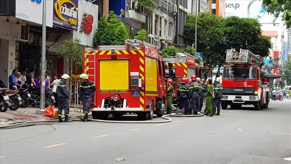 Xe chữa cháy là một trong những phương tiện được ưu tiên, pháp luật nghiêm cấm hành vi cản trở. Ảnh: Trường Sơn