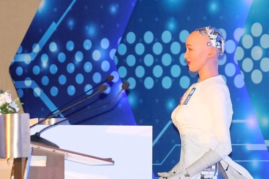 Robot công dân đầu tiên - Sophia xuất hiện sáng nay tại Hà Nội