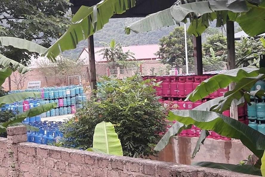 Gần 3000 bình ga được phát hiện tại khuôn viên trạm chiết gas thuộc công ty TNHH Chung Đức. Ảnh: HT