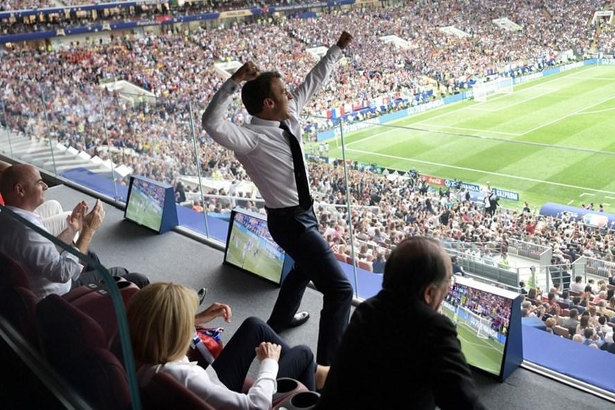 Tổng thống Pháp Emmanuel Macron vui sướng trong trận chung kết hôm 15.7. Ảnh: Sputnik