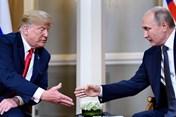 Khoảnh khắc Tổng thống Donald Trump nháy mắt với Tổng thống Putin