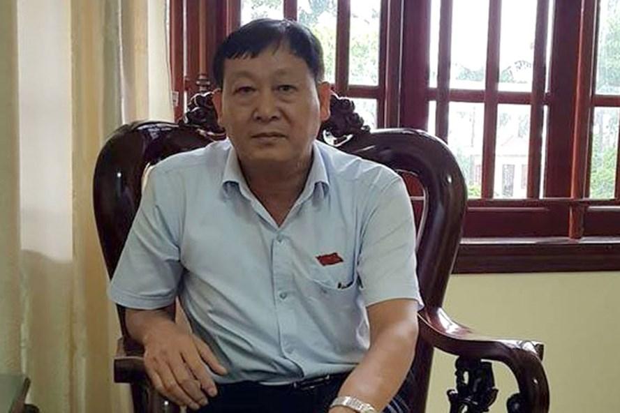"""Ông Mai Khả Hằng - Phó Chủ tịch UBND huyện Quảng Xương: """"Có việc tôi mời luật sư Hiền ra khỏi hội nghị"""". Ảnh: X.H"""