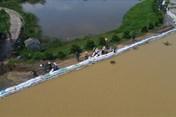 Đê tả sông Bùi bị đe dọa: Nếu nước tăng lên khoảng 50cm thì sẽ hết sức căng thẳng