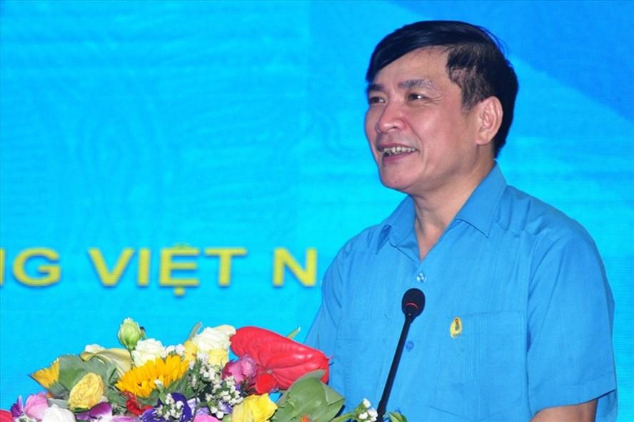 Chủ tịch Tổng LĐLĐVN Bùi Văn Cường phát biểu tại phiên bế mạc Hội nghị lần thứ 12 Ban Chấp hành Tổng LĐLĐVN (khóa XI) ngày 4.7. Ảnh: QUẾ CHI