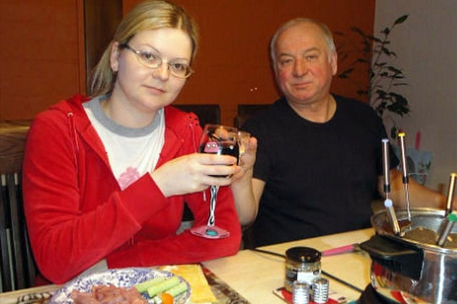 Cha con ông Sergei Skripal và Yulia Skripal. Ảnh: Independent
