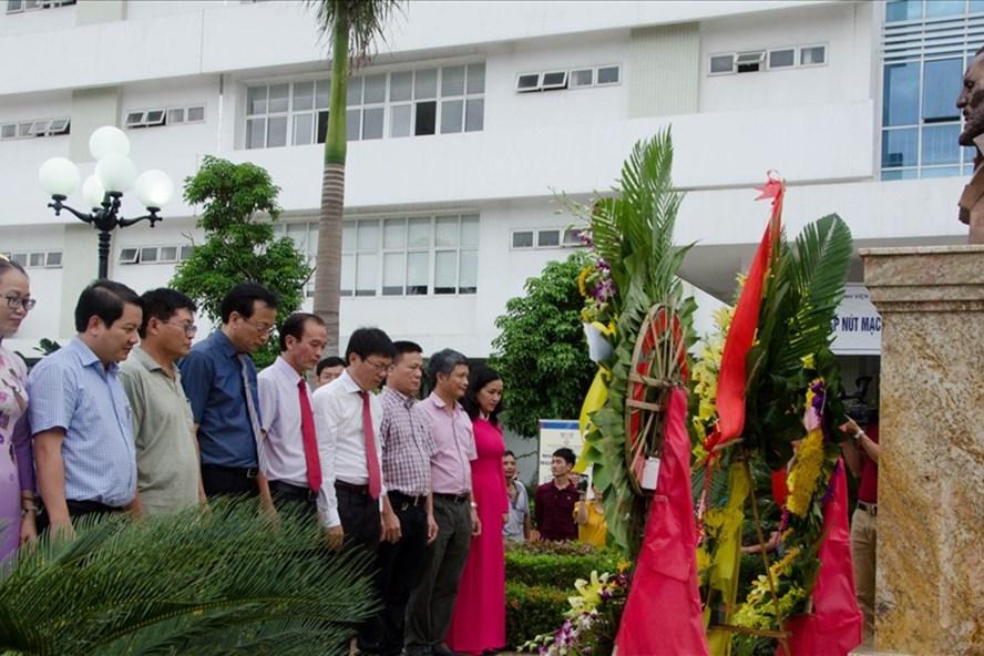 Khu khuôn viên, tượng đài được đặt trang trọng tại BV Hữu Nghị Việt Nam - Cu Ba Đồng Hới. Ảnh: Lê Phi Long