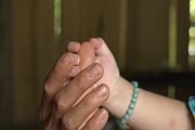 Lời kể nhói lòng của người mẹ có con 18 tháng tuổi bị nhiễm HIV: Chả biết sau này con sống ra sao, có lấy chồng được không?