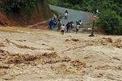 Mưa lớn gây lũ quét, sạt lở, nhiều huyện ở Điện Biên bị chia cắt