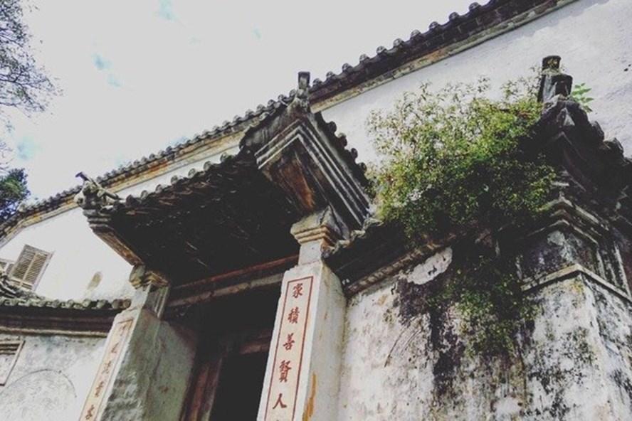Hà Giang đã thu hồi sổ đỏ Tòa dinh thự họ Vương cấp cho Phòng Văn hóa Thông tin huyện Đồng Văn. Ảnh: T.H
