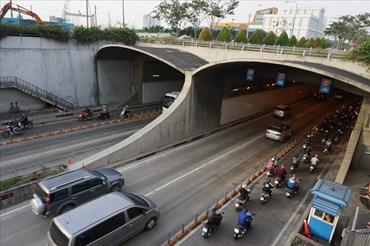 Hầm sông Sài Gòn cấm xe máy từ 20h ngày 2.9 – 4h ngày 3.9 để phục vụ bắn pháo hoa mừng lễ 2.9.  Ảnh: M.Q