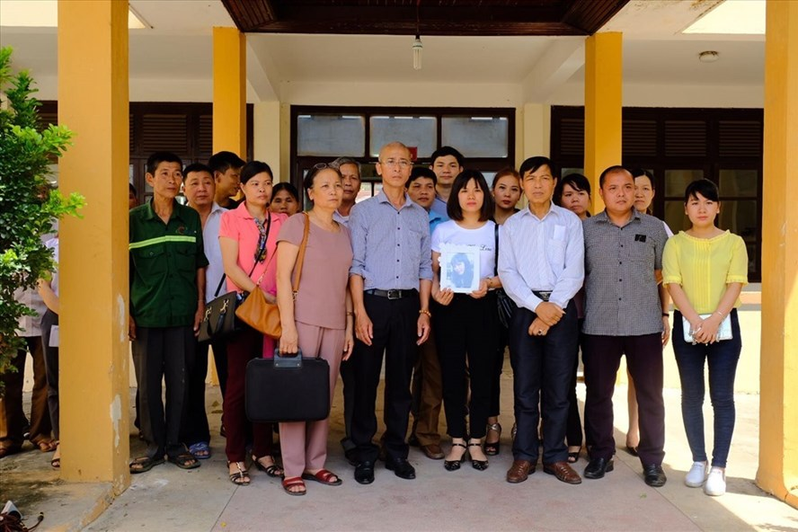 Gia đình các nạn nhân trong vụ tai biến chạy thận tại BV đa khoa tỉnh Hoà Bình tại phiên toà sơ thẩm diễn ra tháng 5.2018