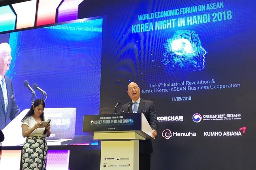 Ông Klaus Schwab - người sáng lập và Chủ tịch Điều hành Diễn đàn Kinh tế Thế giới (WEF) tham dự Korea Night. Ảnh: PV