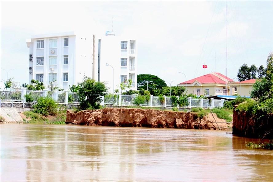 Sạt lở bờ kênh ở xã Thường Phước 1, huyện Hồng Ngự, tỉnh Đồng Tháp. Ảnh: Lục Tùng