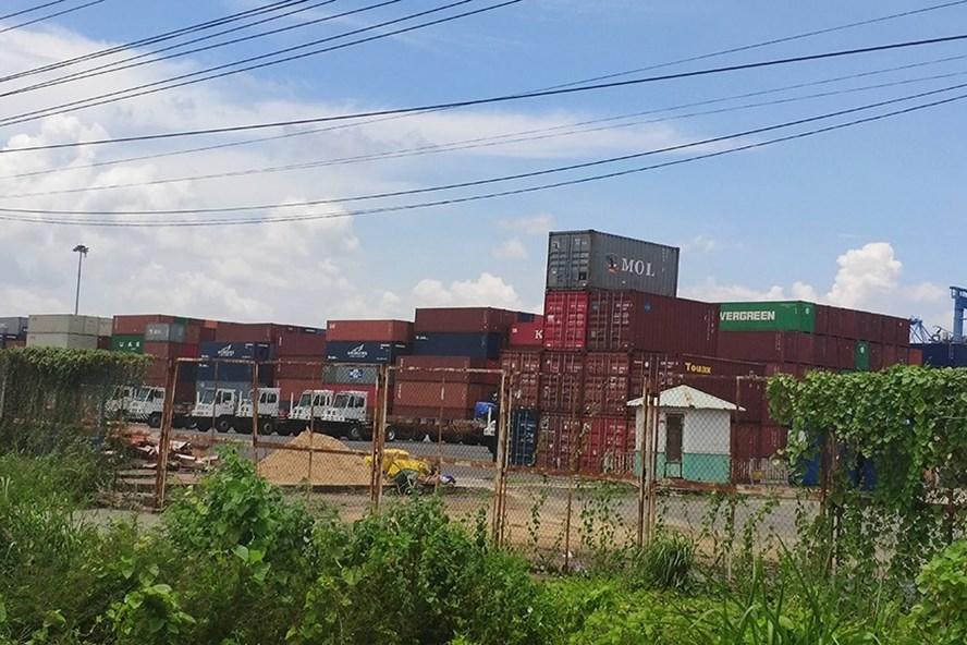 Hàng ngàn container phế liệu đang dồn ứ tại các cảng biển phía Nam. Ảnh: N.S