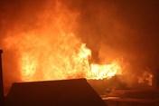 """Nóng: Phát hiện thi thể trong khu nhà cháy của ông Hiệp """"khùng"""" cạnh bệnh viện Nhi"""